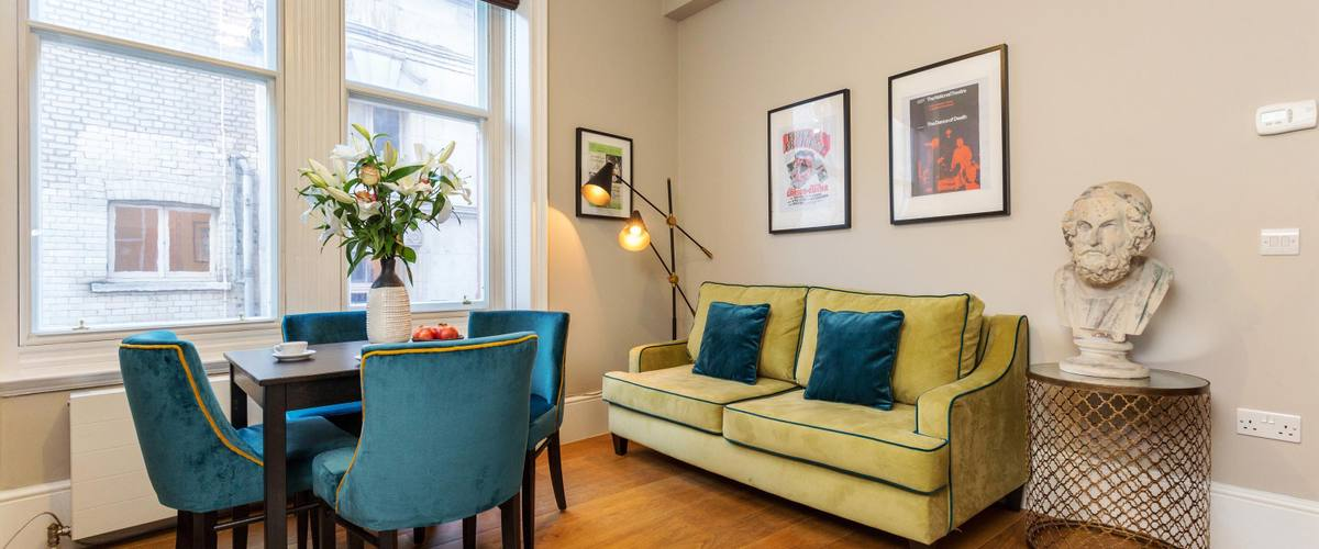 Vacation Rental West End St Martin's Court I WC2