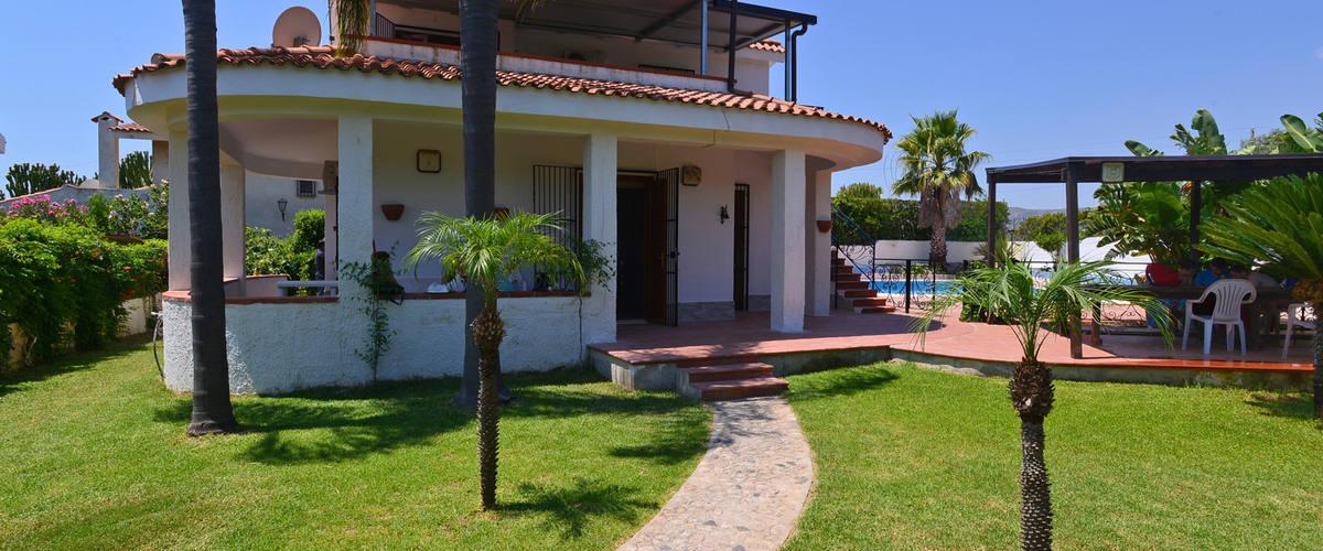 Vacation Rental Villa Ilenia - 9 Guests