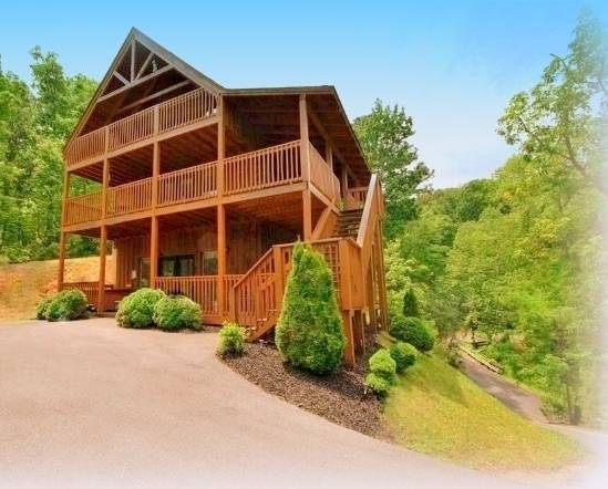 3 Master Suites, Bordering The National Park!! Private, Mountain View, Game Room, Gatlinburg