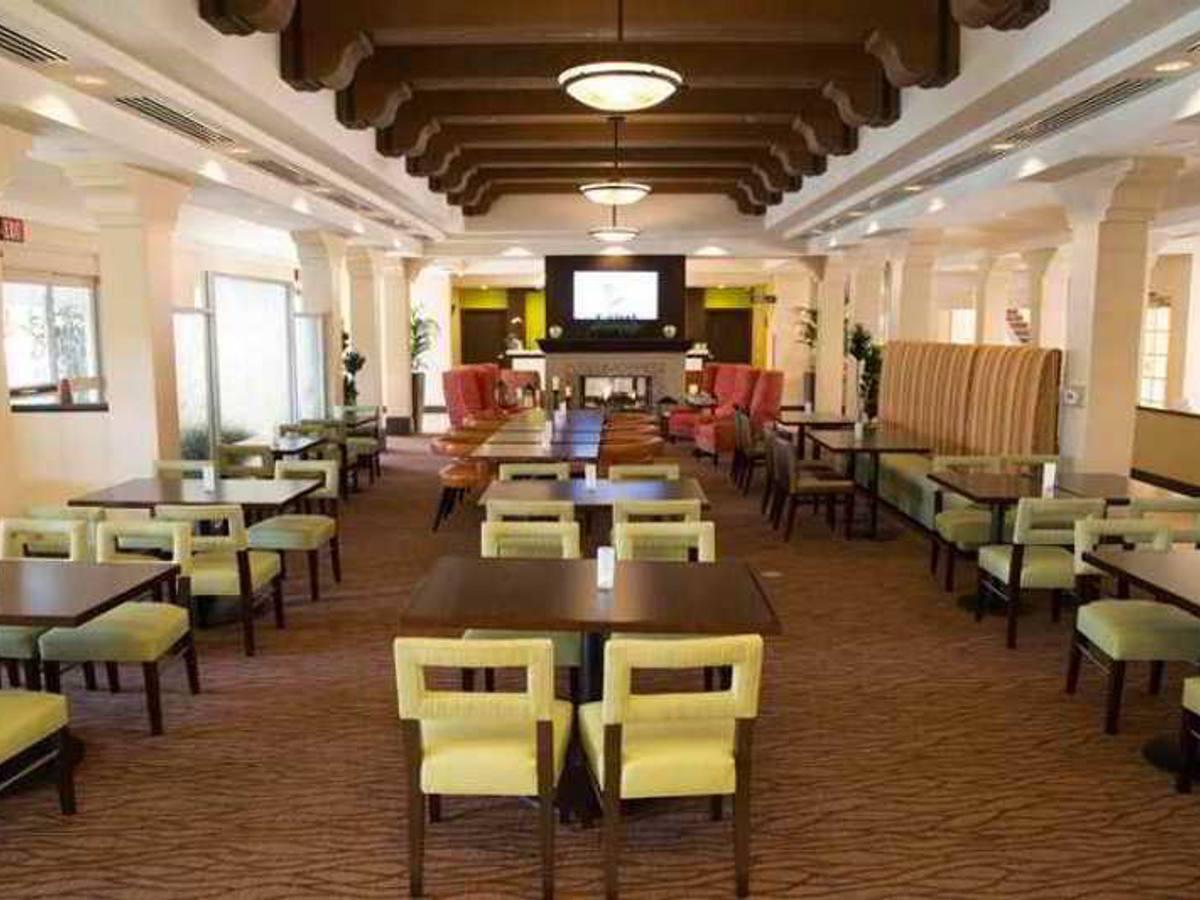 ... CA Rental Hilton Garden Inn Valencia Six Flags, LA, ...