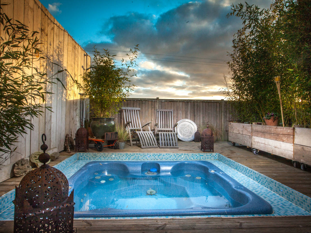 Kasbah Hot Tub in Seasalter - Whitstable Seaside Holiday homes in ...