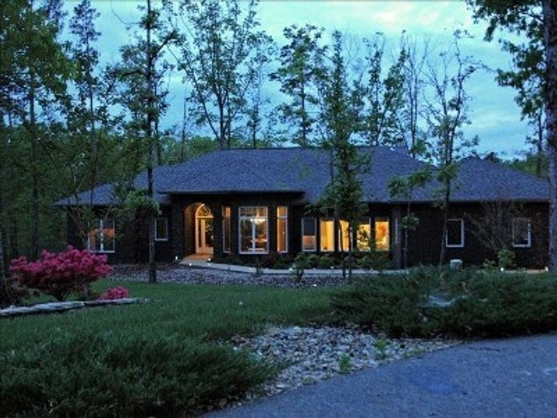 Vacation Rental Beautiful Lakefront Home in Golfer's Paradise