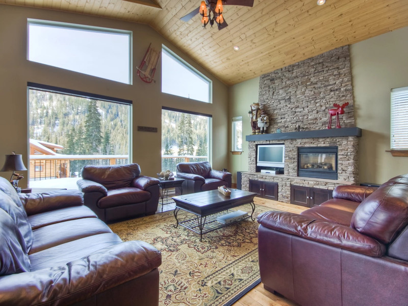 Vacation Rental Whispering Pine Chalet in Sun Peaks