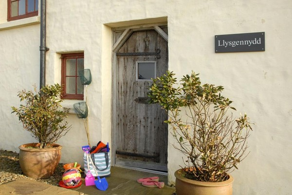 Vacation Rental Llysgennydd (Kenneths Court)