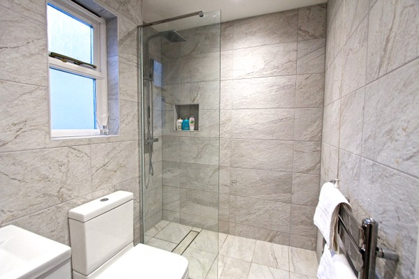 Vacation Rental Flat 04 Lawrence House, The Walk, Crowder Terrace