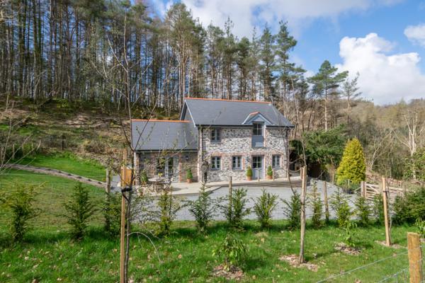 Vacation Rental Bwthyn yr Ardd - Wisteria Cottage