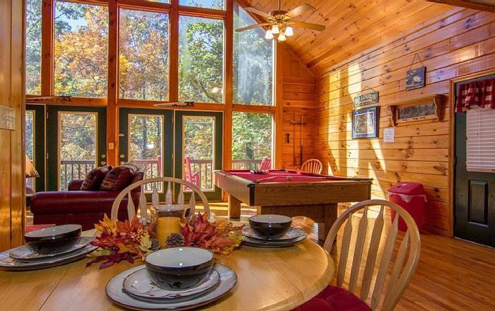 Romantic Getaway, YR Rd Heated Pool ,Hot Tub,Pool Table,WIFI,1 Mile Dollywood, Pigeon Forge
