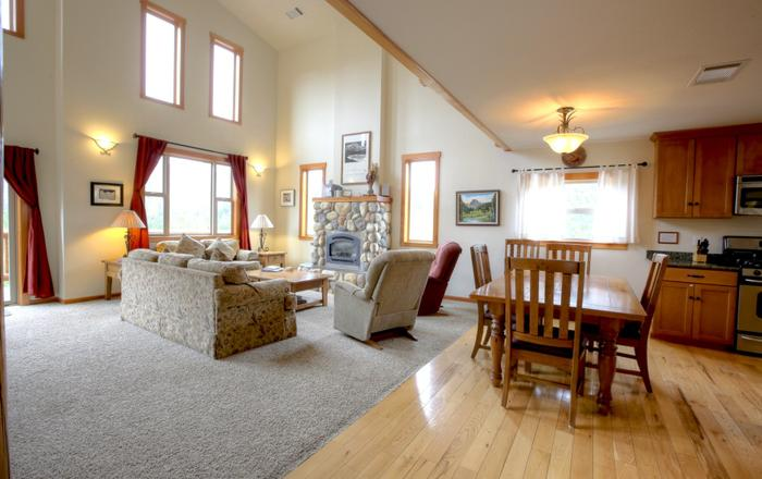 Alpenglow Chalet - 3+ Bedroom 3 Bath- Daily Rental Lodging, Foresta