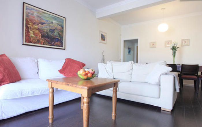 Central 3 Bed Beautiful Apt, Barcelona