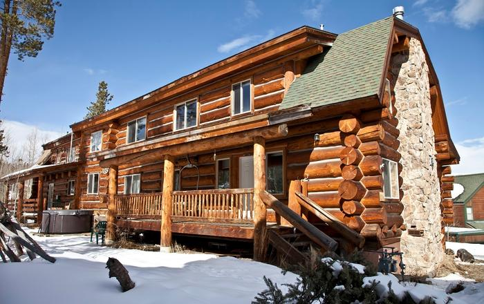 Authentic Log Lodge 6 -12 BR * Reunions*Church Or Ski Groups* Business *Weddings, Silverthorne
