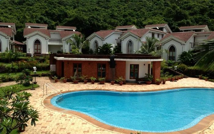 POOL FACING APARTMENT CLOSER TO BEACHES OF ANJUNA/BAGA IN ARPORA, Goa