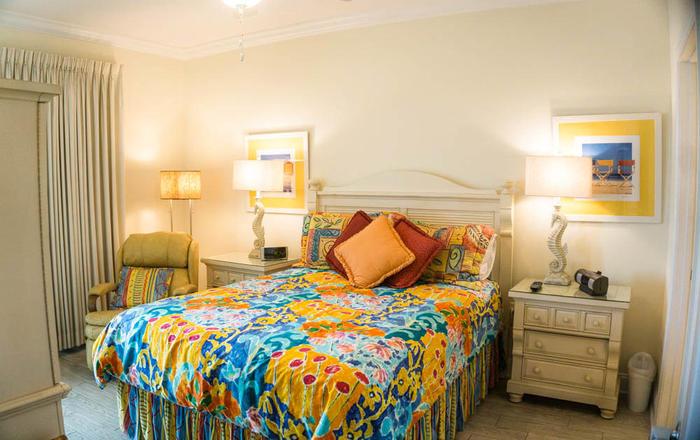 Vacation Rental Crystal Shores 906