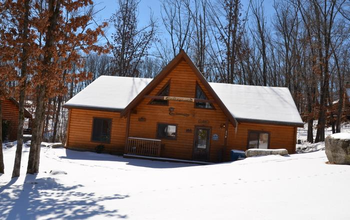 ALL WOOD CABIN JUST MILES FROM BRANSON SHOWS,