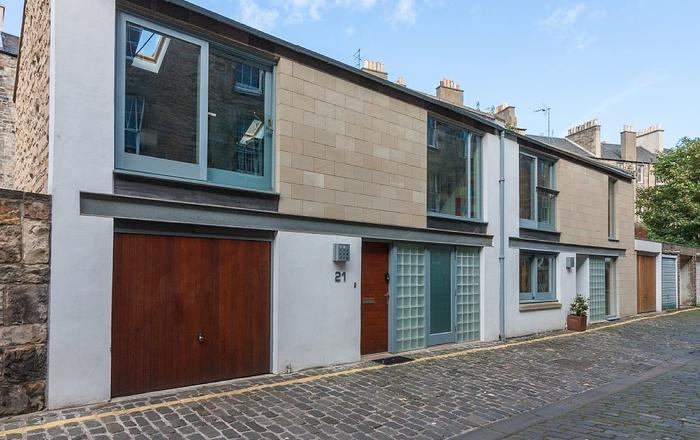 Mews House In Edinburgh Sleeps 9 In 3 Bedrooms With Garage, Free Wifi. Patio., Edinburgh