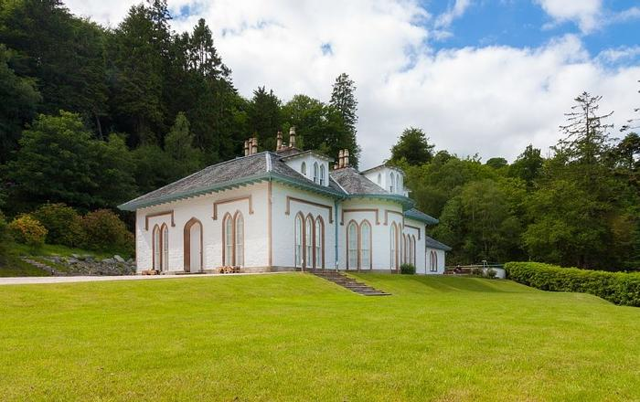 Views Over Loch Lomond, Cinema, Games Room, Large Hot Tub, Wifi. Pets Welcome, Arrochar