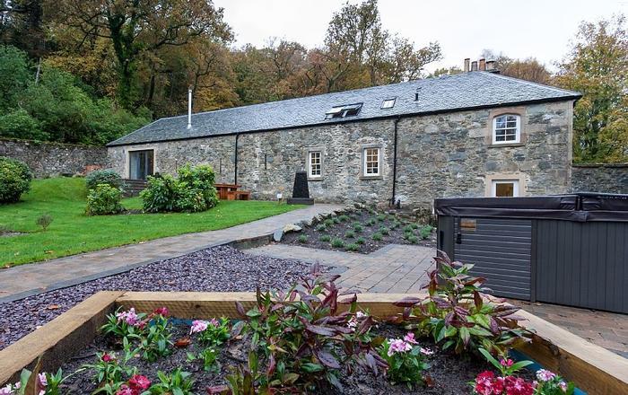 6 Bed, 5 Bath House, Enclosed Garden, 7 Seater Hot Tub,, Arrochar