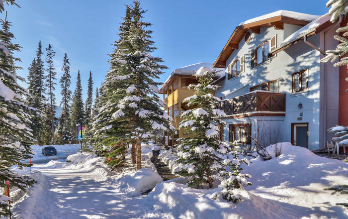 Little Snow 44 - Lower Snow Creek Village Studio Suite, Sun Peaks
