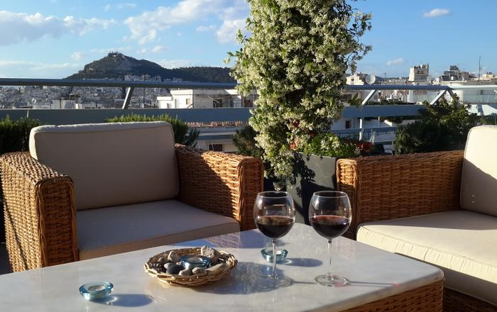 3 Bd 3 BA, Views, Family & Couple Friendly, Walk To Sites, Shops, Dining, Cafes,
