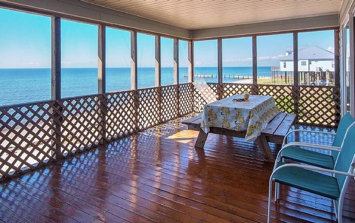 Oceanfront - Life Is Different At The Beach--try It Once, Ocean Springs