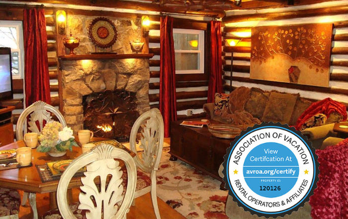 Log Cabin: Hot Tub/Gas Log FP/Massage Chair/King & Queen/Full Kitchen/WiFi/Kid Friendly, Asheville