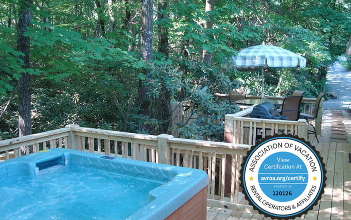 In-Town Woodlands Oasis/Hot Tub/King -Queen -Twins/ MassageChair/Fireplace/Kid Friendly, Asheville