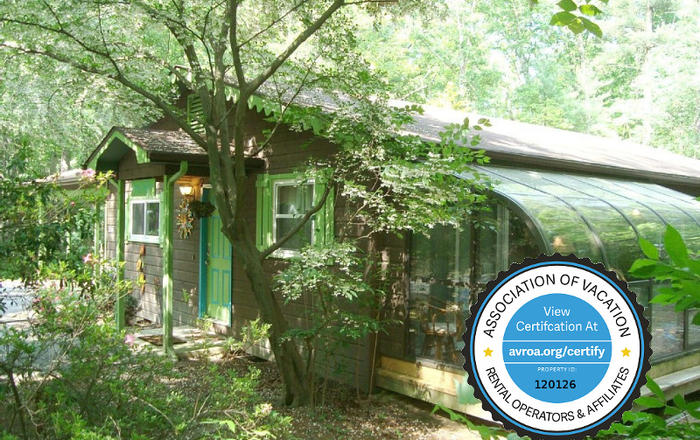 Luxury Cabin/Creek/Forest/Hot Tub/Gas FP/Massage Chair/King/Queen/Kid Friendly, Asheville