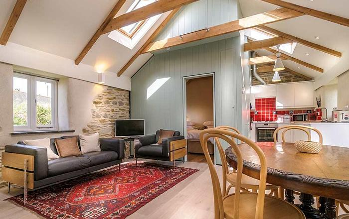 2 Porth Farm Cottages, Mawgan Porth
