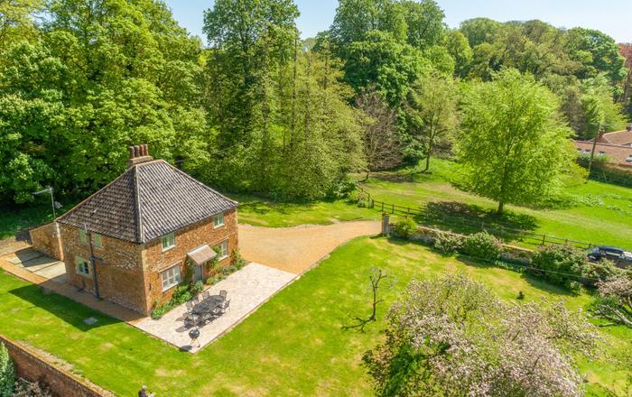 Park Cottage, Fring
