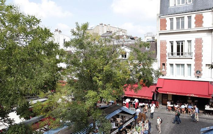 PerfectlyParis Place du Tertre sleeps 3, Paris