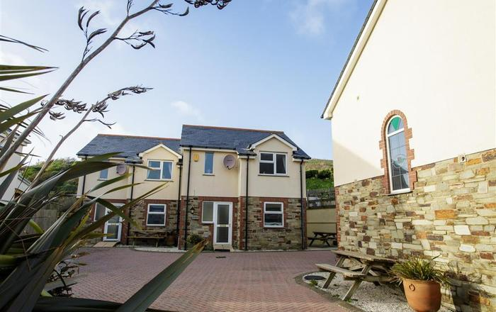Tregurrian Villas - with paws, Newquay