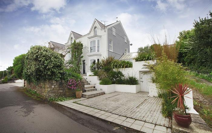 Overland Road Holiday Home, Mumbles, Langland
