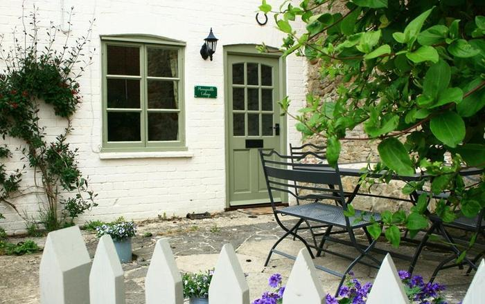 Honeysuckle Cottage, Stow On The Wold