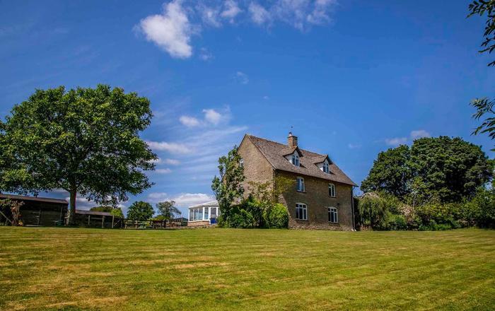 Mucky Cottage, Naunton