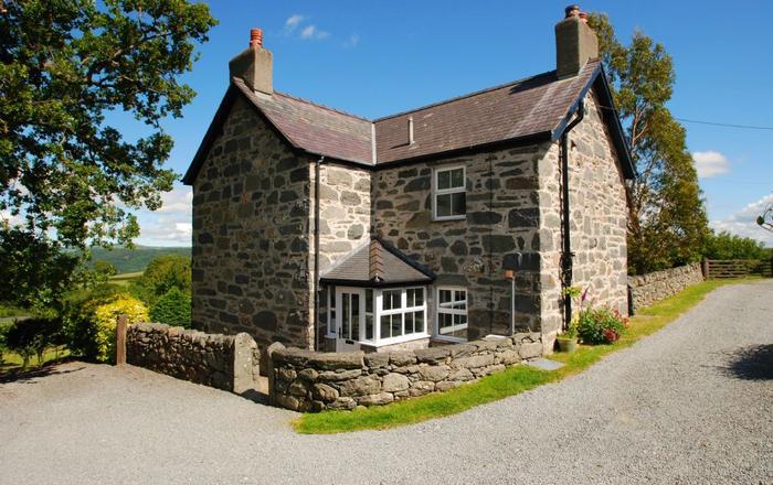 The Farmhouse, Llanbedr-y-cennin