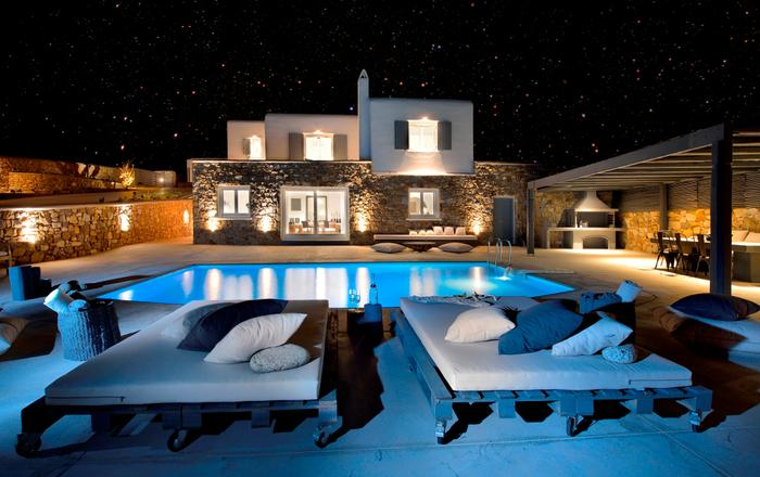 Luxury Villa Darling Mykonos, 4-bedroom luxurious villa in Kanalia very near Mykonos Town up to 8 Guests. Only 150 meters from the sea., Mykonos
