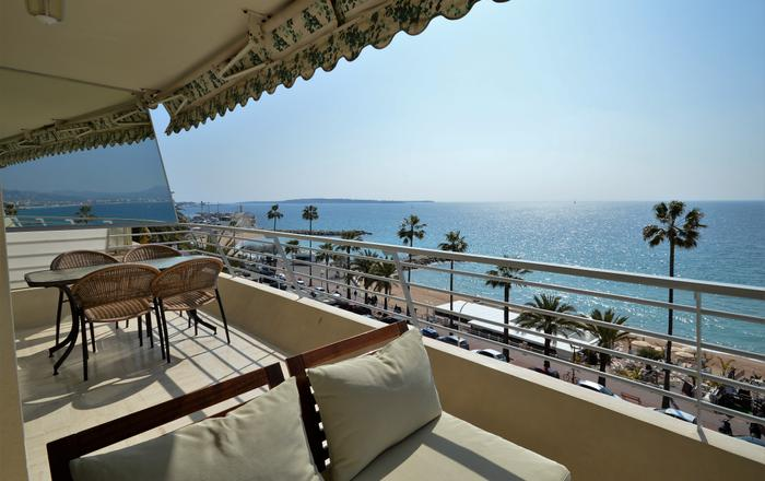Wonderful seafront Apartment - 3-bedroom -, Cannes