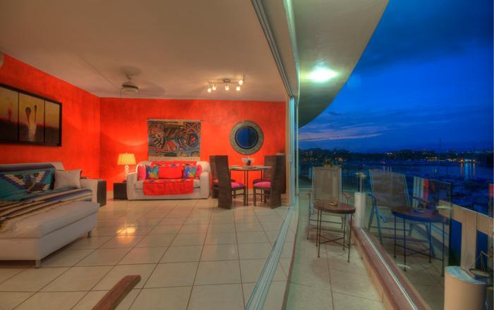 Marina Waterfront  2 bedroom,Water & mountain View,sleep FREE airport Pick ups,, Nuevo Vallarta