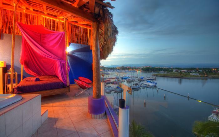 Penthouse-dreams Romantic Setting Waterfront.sleeps 4 people,FREE AIRPORT PICK UP 4 PEOPLE MAX,, Nuevo Vallarta