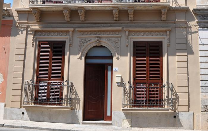 Apt B - Wellness House Galilei 3 sleeps, Avola