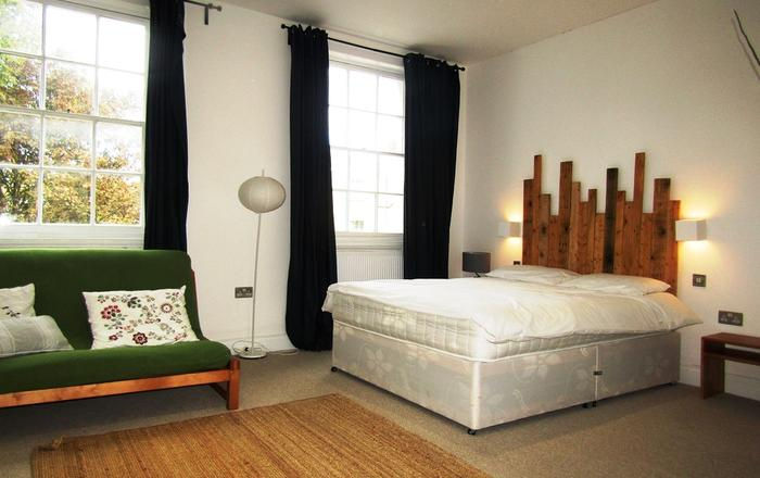 Large Modern Private Room in King Cross (5), London
