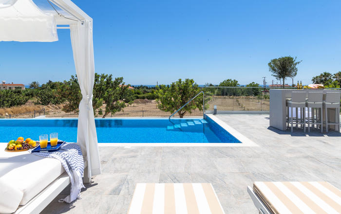Villa Infiniti - 7BED, New Designer Villa, ultimate luxury & privacy, Roof Terrace Hot-tub, infinity pool, complete privacy, Peyia