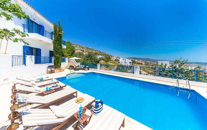 Villa Neptune, 4 bed, panoramic sea views, huge pool, hot tub, games room, Peyia