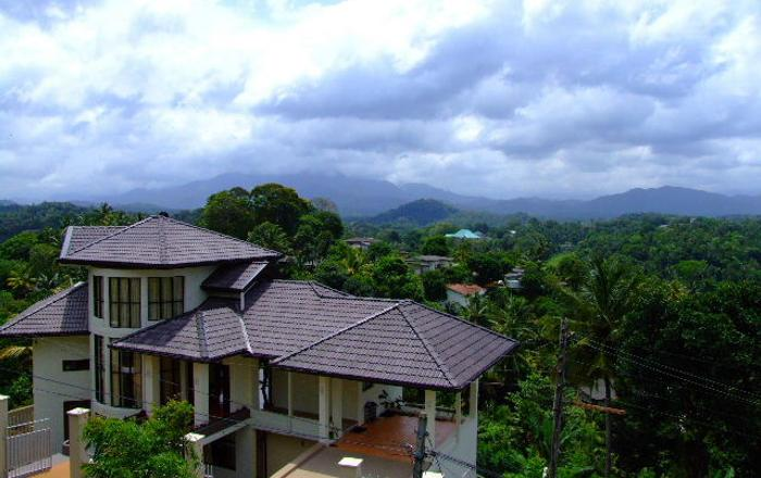 Mountain Views - 5 Bedroom Holiday Bungalow with Bed & Breakfast in Kandy, Kandy