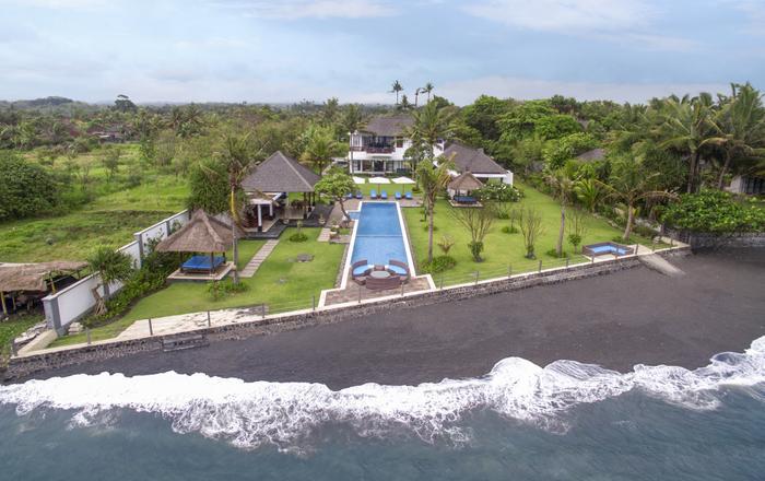 Bougain Villa - The Ideal Beachfront Getaway, Tegal Besar Beach
