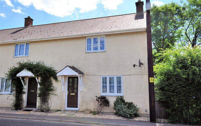 4 Riverside Cottages, Charmouth