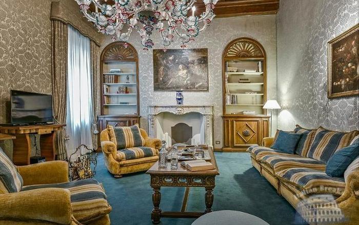 Casa Del Cristallo, Florence