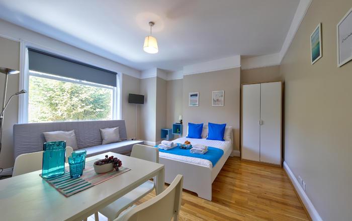 Esse Apartment #4, Londra