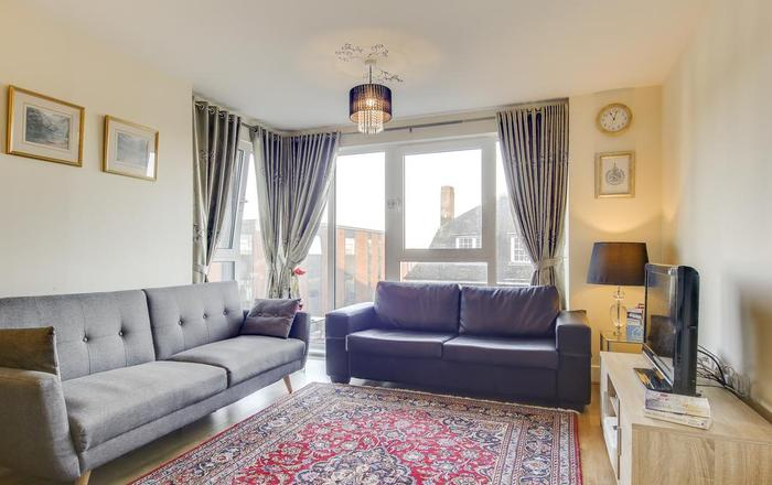 Modern Glenthorne Road Apartment, Londra