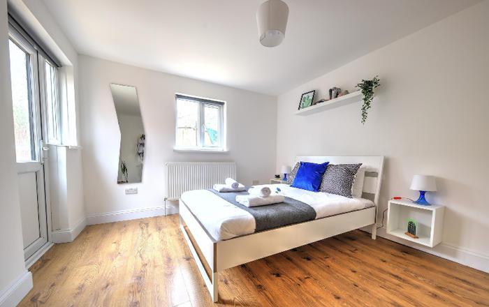 Willesden Green Apartment #30.bs, Londra