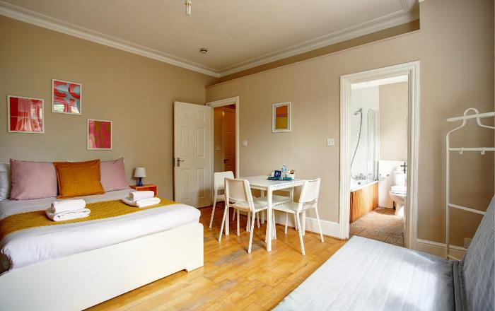 Economy Apartment #6, Londra
